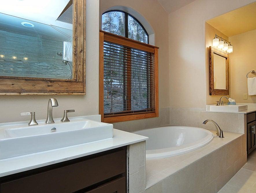 120 Marks Lane Breckenridge CO-large-062-62-master bath-1500×997-72dpi