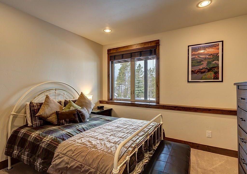 411 Shekel Lower Level Guest Room