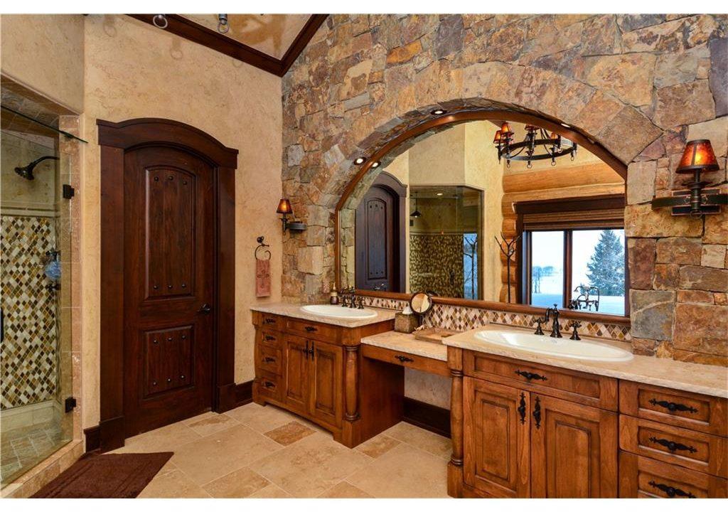567 Latigo Trail Bathroom