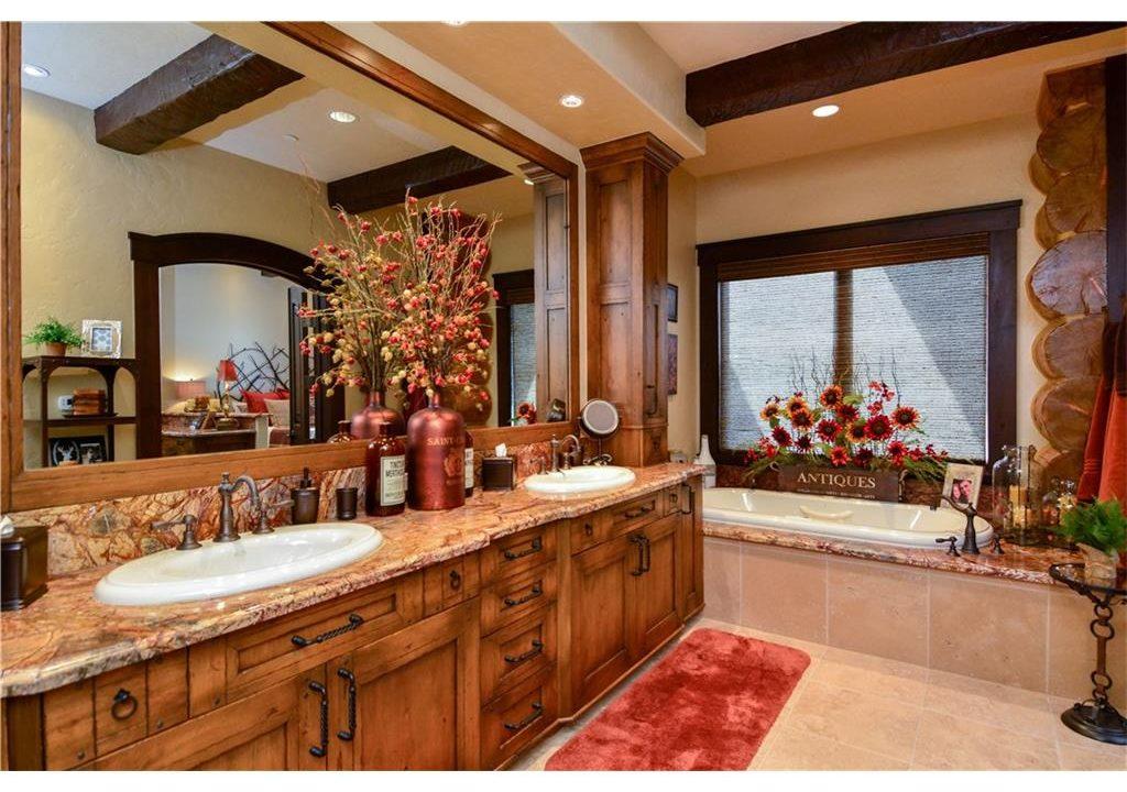 567 Latigo Trail Bathroom 2