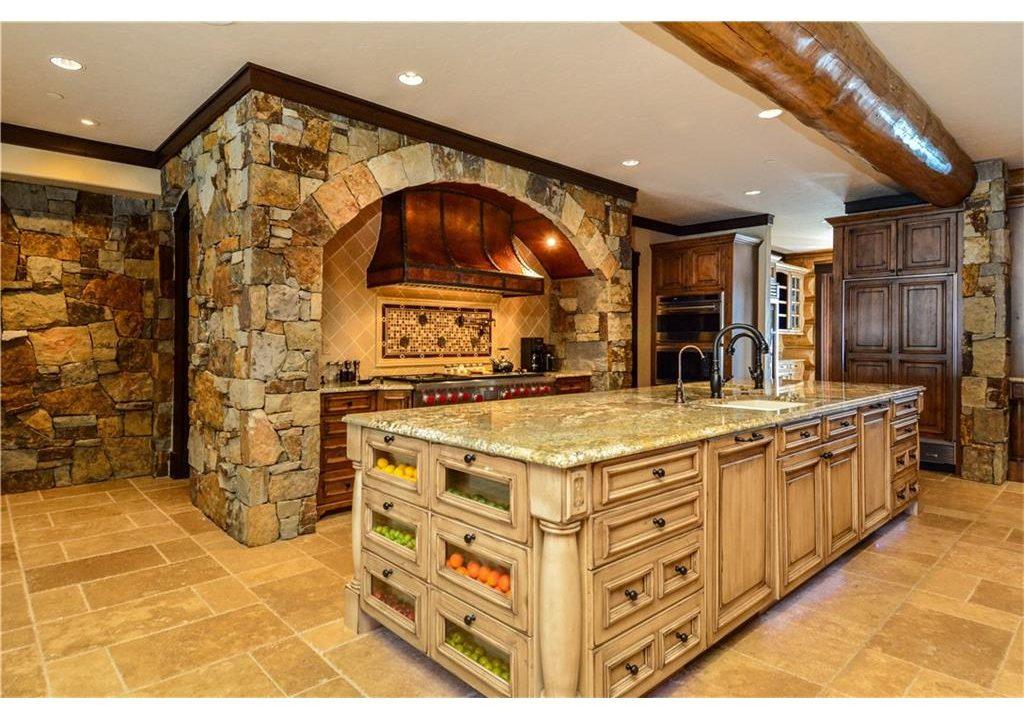 567 Latigo Trail Kitchen
