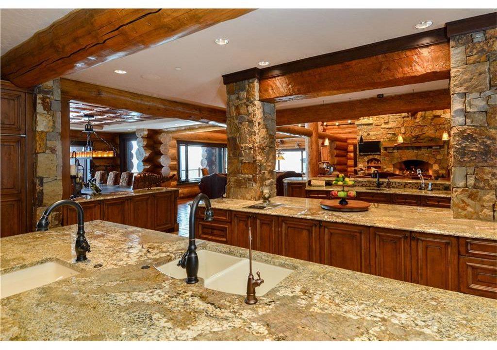 567 Latigo Trail Kitchen 2